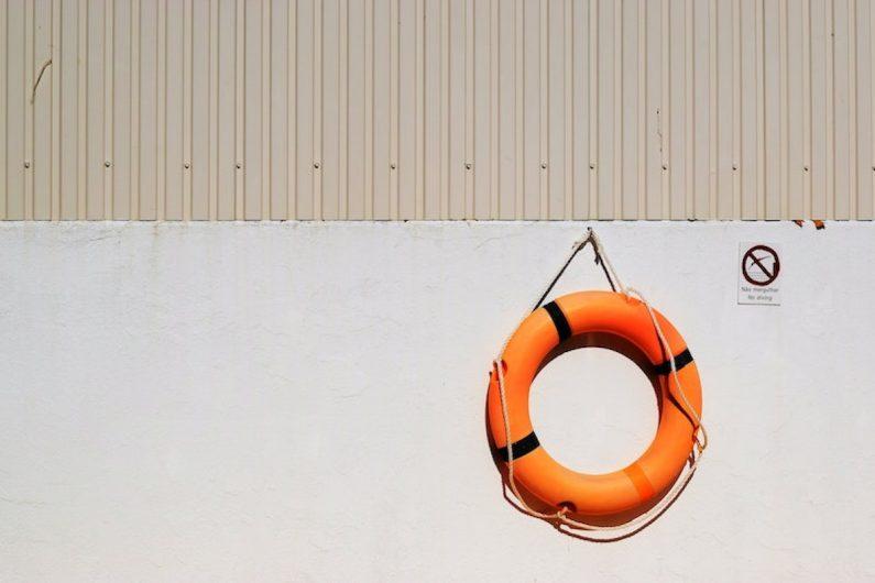 Auf dem Bild ist eine Rettungsboje. In diesem Beitrag erfahren Sie alles zum Thema Notvorstand in Vereinen